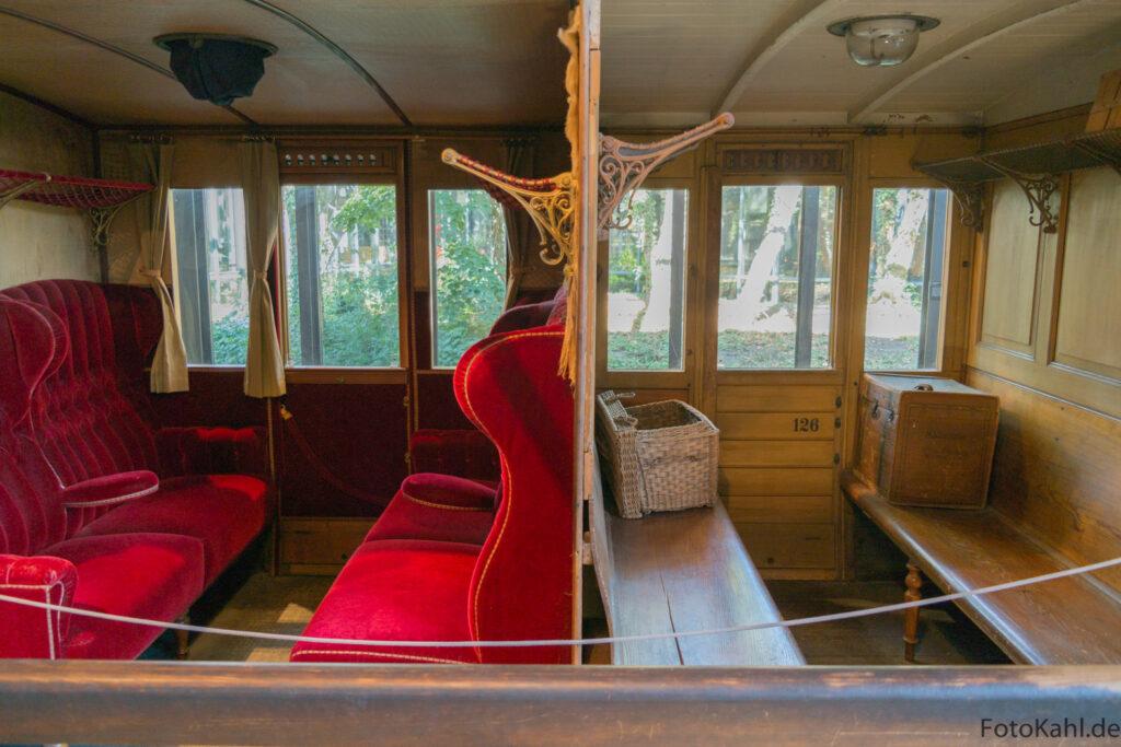Alter Waggon - Holzklasse und Luxusklasse