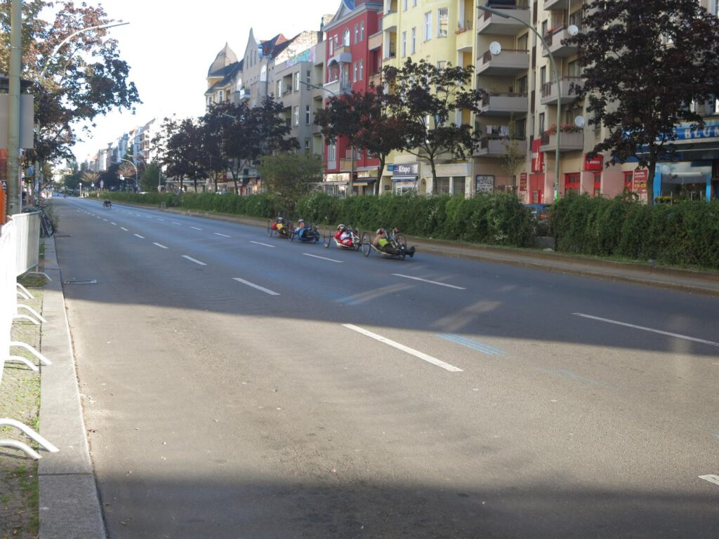 Handbiker beim Berlin Marathon 2015
