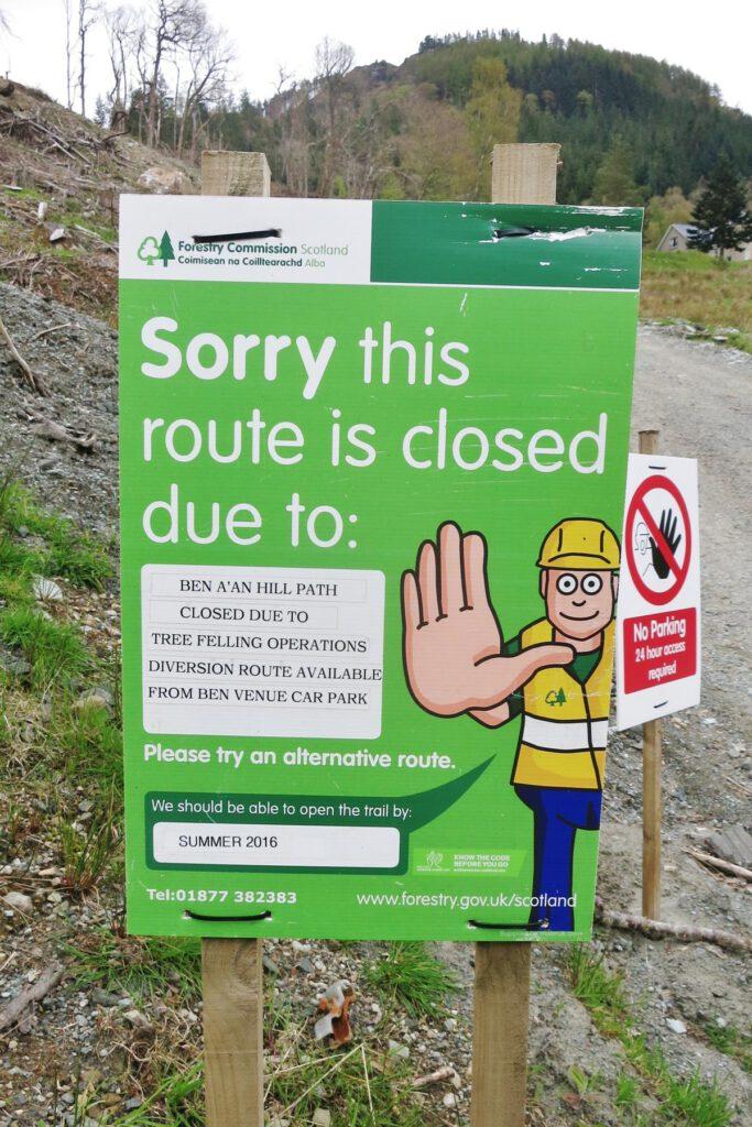 Entschuldigung - dieser Weg ist wegen Baumfällarbeiten gesperrt.