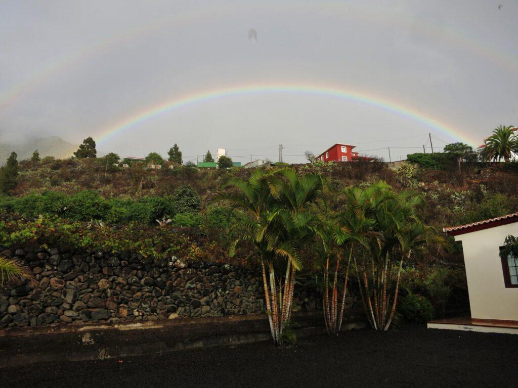 Regenbogen hinter unserem Haus