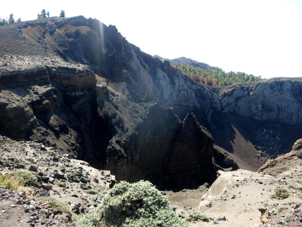 der erste spektakuläre Vulkankrater